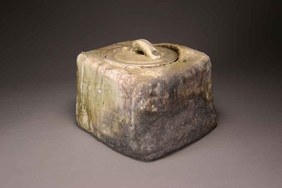 Shigaraki, anagama, ten-day anagama wood firing, with natural ash deposits Iga lidded water jar. igamizu-06