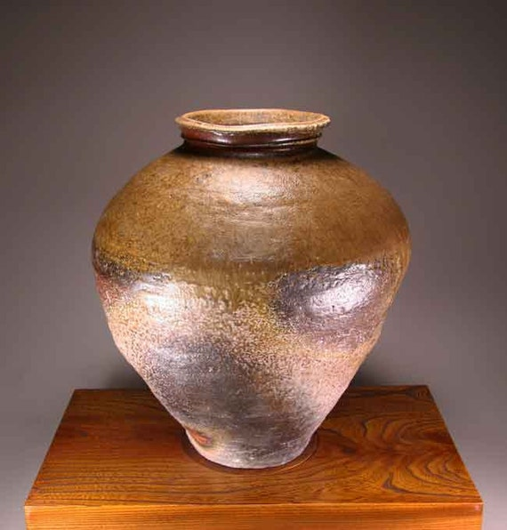 Shigaraki, anagama, ten-day anagama wood firing, with natural ash deposits Iga large pot. igaootsubo-01