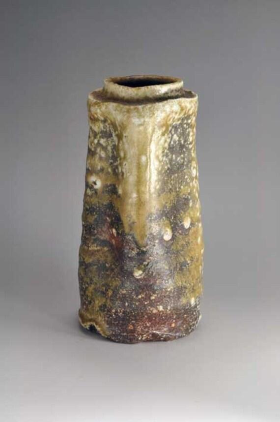 Shigaraki, anagama, ten-day anagama wood firing, with natural ash deposits wall hanging flower vase, kake-26