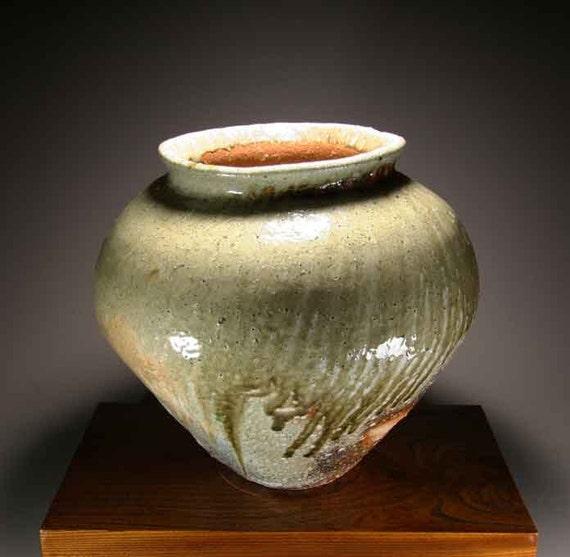 Shigaraki, anagama, ten-day anagama wood firing, with natural ash deposits Iga large pot. igaootsubo-02