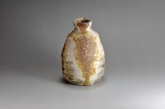 Shigaraki, anagama, ten-day anagama wood firing, with natural ash deposits sake bottle. tokuri-55