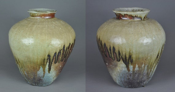 Shigaraki, anagama, ten-day anagama wood firing, with natural ash deposits Iga large pair pots.