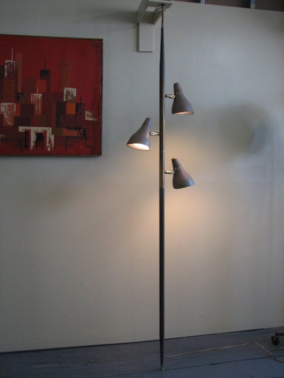 Mid Century Modern 1960's floor to ceiling lamp made of metal LIGHTOLIER Gerald Thurston