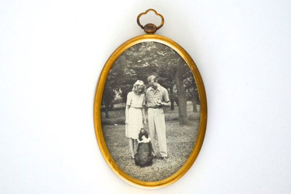 Oval photo frame gold metal
