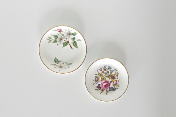 Porcelain plate / dish - set of 2 - instant collection