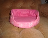 Cuddle Cup Bed Pink Design