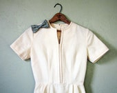 Vintage Dress 1950s // Ivory With Bow Tie Detail // Size Small 50s