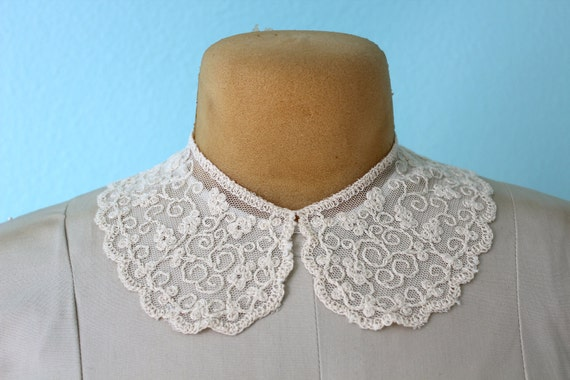 vintage detachable cream colored lace collar