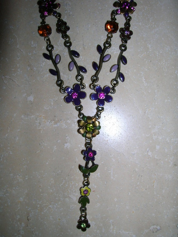 Beautiful Jewely, Vintage Victorian Necklace and matching Earrings.