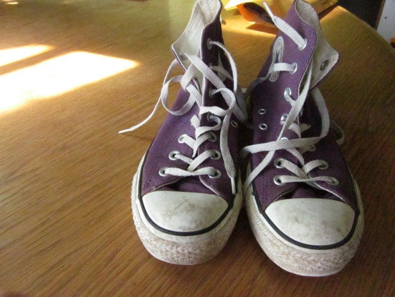 Preowned Purple High Top Converse Sneakers Size 5 or 7