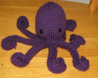 Cute knitted Octopus
