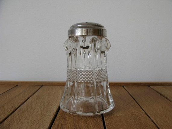 Vintage sugar shaker - Sugar sifter - Vintage baking - 50s - glass