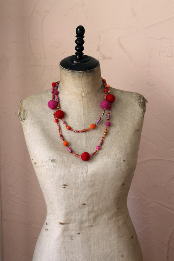Long paper bead necklace - Red, pink, orange - Handmade paper beads, felted beads