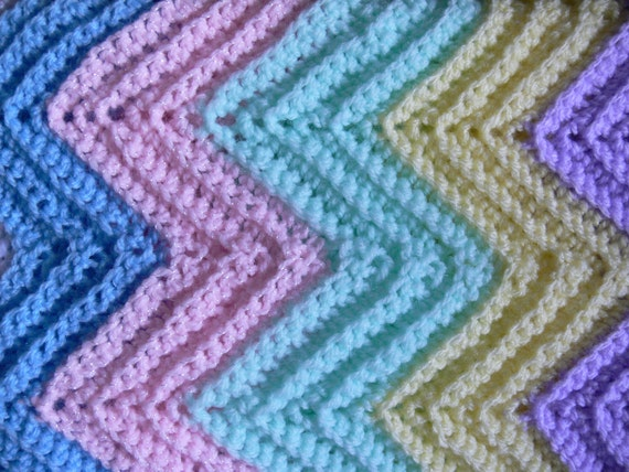 Vintage Style Ripple Carriage Blanket for Baby Size Medium