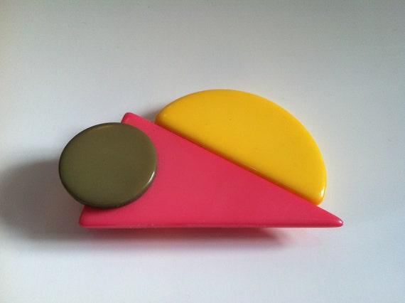 SPRING SALE Fun 80's Geometric Plastic Brooch / Pin