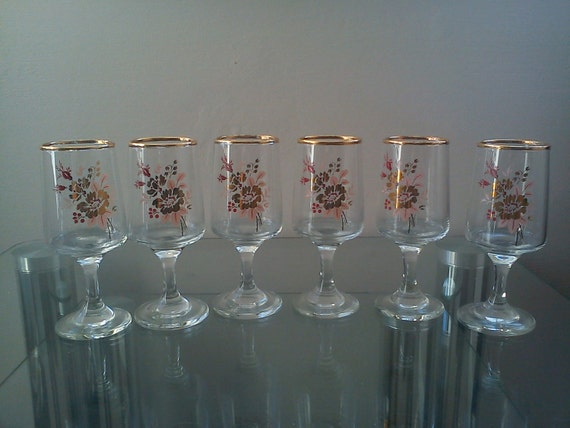 Vintage Gold trim Flowered drinking sherry glasses (Pink/Gold/Red)