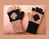 Opposite colors fingerless gloves - black and latte brown
