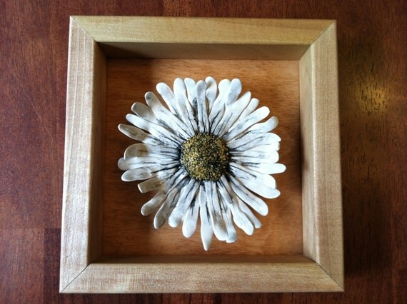 Daisy flower in a wooden shadow box