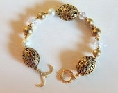 Beaded Bracelet Gold, Pearls, Crystal with toggle clasp
