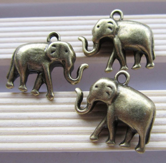 Elephants -5pcs Antique Bronze Thick Heavy 3D Elephant Charm Pendants 20x24mm B102-2