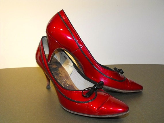 SALE 1960s Red Patent Leather Pumps with Bow Detail