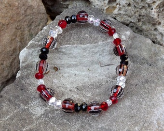 Sparkly bangle-style beaded bracelet in red and black