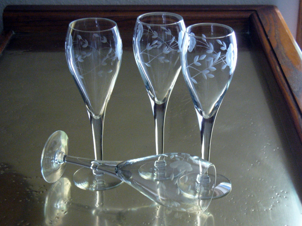 Tulip champagne glasses by princess house heritage pattern for Princess housse