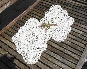Vintage crochet doilies, pineapple pattern, ecru scallop, edge