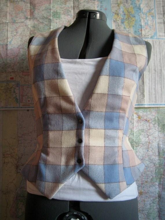 Plaid lamb fitted vest medium