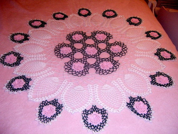 RESERVED   30%  OFF Crochet Round Tablecloth,Valentine Day, Roses, Pink, Pineapple pattern,   36 inches