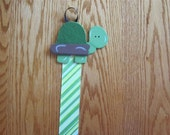 Ribbon Poster Holder for the Classroom/Hairbow Holder TURTLE
