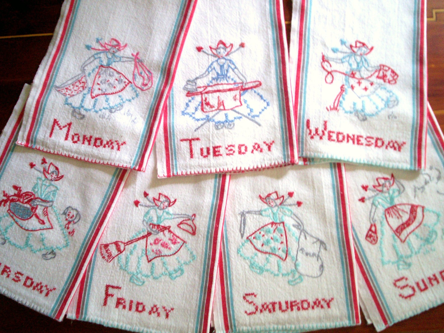 Vintage kitchen towel set