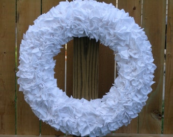 White Wreath --- Fleece Wreath --- Door Wreath --- Indoor Wreath --- Wedding Wreath --- Bridal Wreath --- Wedding Decor --- Rag Wreath
