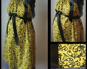 Labor & Delivery Gown - Yellow/ Black Floral, Black and White Geometric Trim