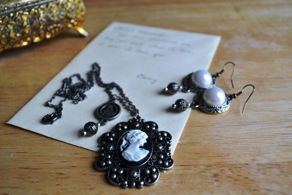 Romantic Pride & Prejudice Filigree Cameo Necklace and Pearl Earring Set