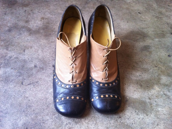 vintage 50s 60s oxford cream and black leather lace up heels with round toe size 8/8.5