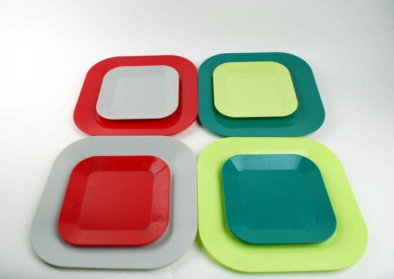 Maherware Picnic Set. Vintage Melmac Dinner and Bread Plates. 8 Colorful Square Midcentury Plastic Melamine Dishes.