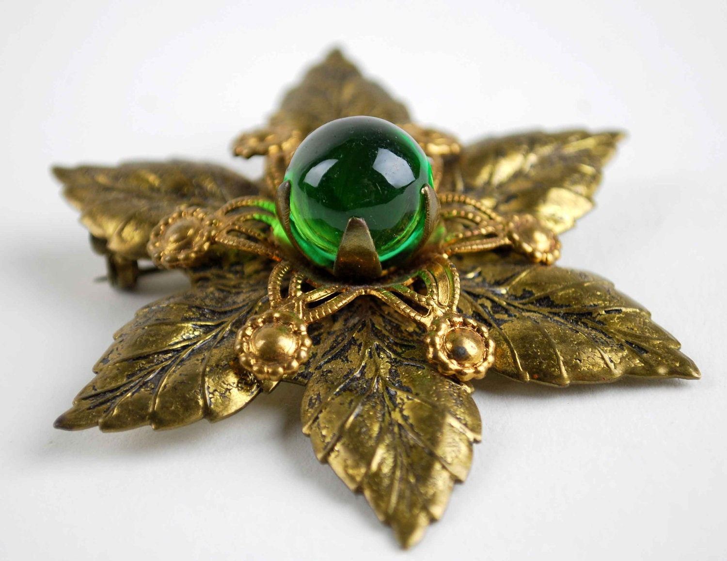 Green Marble Ball : Emerald green glass ball marble on gold filigree ajoure brooch