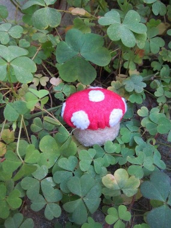 Pincushion - Light Red Mushroom - Felt Bottlecap - Vintage Felt