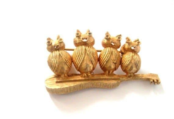 Vintage Gold Toned Brooch Pin - Singing Bugs on a Guitar - J.J. signed, tagt team