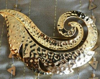 vintage jewels ...  Hammered Brass toned FAB Brooch PIN ...