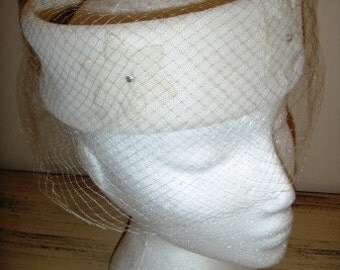 sale 20% off all vintage hats ... CREAM felt flowered PILL BOX classic netted veil oh so lovely Vintage ...