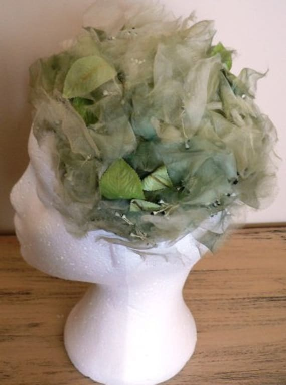vintage hats ... sale 20% off all vintage hats ... FABULOUS GREEN RUFFLED Floral capped lovely Vintage Hat  ...