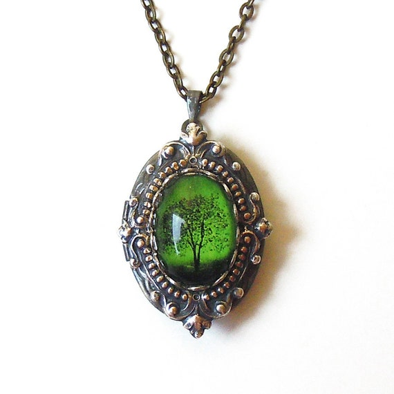 Emerald Bewitched - Locket--- Mother's Day gift---gift for her.silver locket.photo locket.Antique Locket  bridesmaid gift