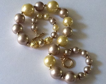 Single Strand Bold Pearl Necklace