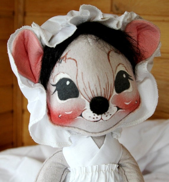 Annalee Handpainted Mouse - 13 Inch Doll with Apron and Bonnet