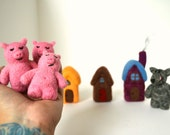 Needle Felted Three Little Pigs Play Set- Natural Toys
