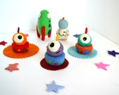 Needle Felted Outer Space Play Set- Natural Toys