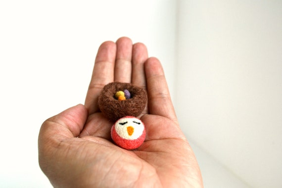 Needle Felted-Tiny Peach Bird in Nest with 3 tiny eggs