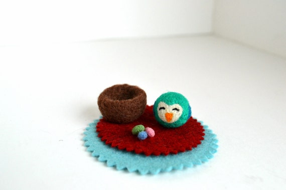 Needle Felted-Tiny Teal Bird in Nest with 3 tiny eggs